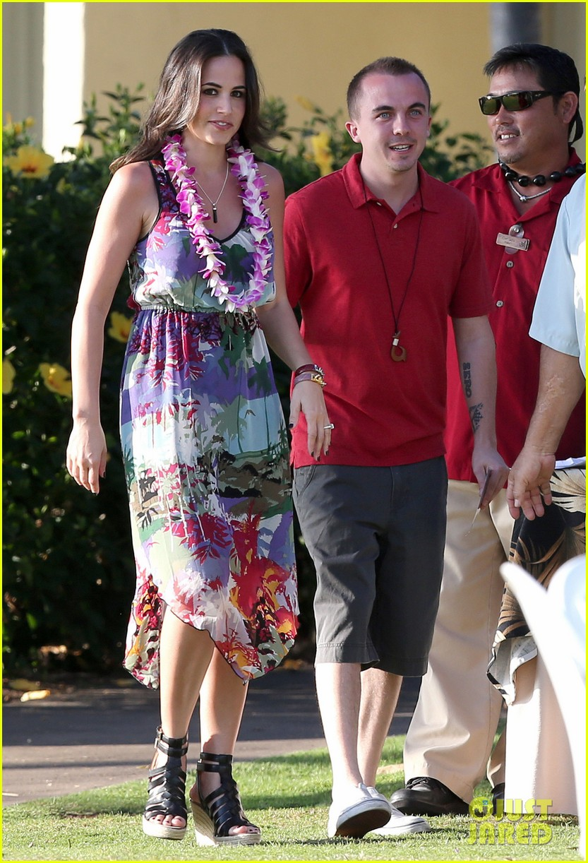 frankie muniz hawaiin vacation with elycia marie 23