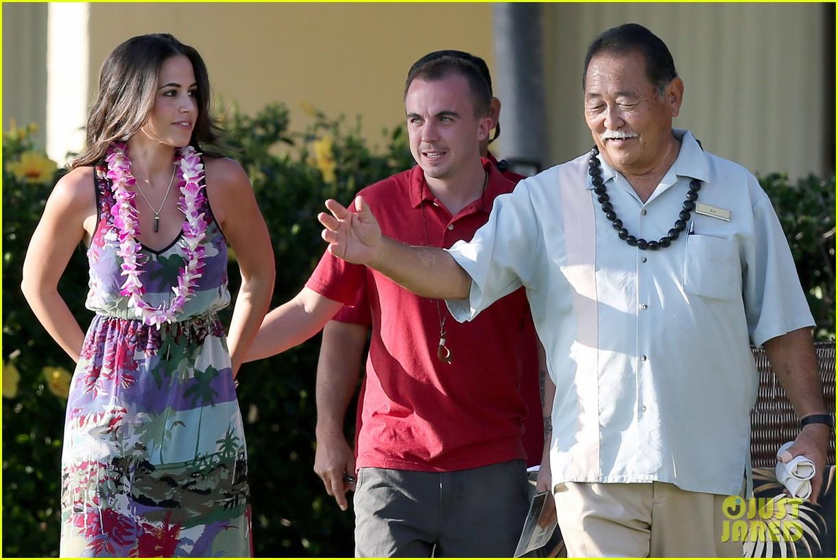 frankie muniz hawaiin vacation with elycia marie 242798575