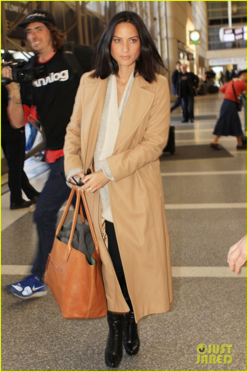 olivia munn emily blunt land in los angeles 012794937