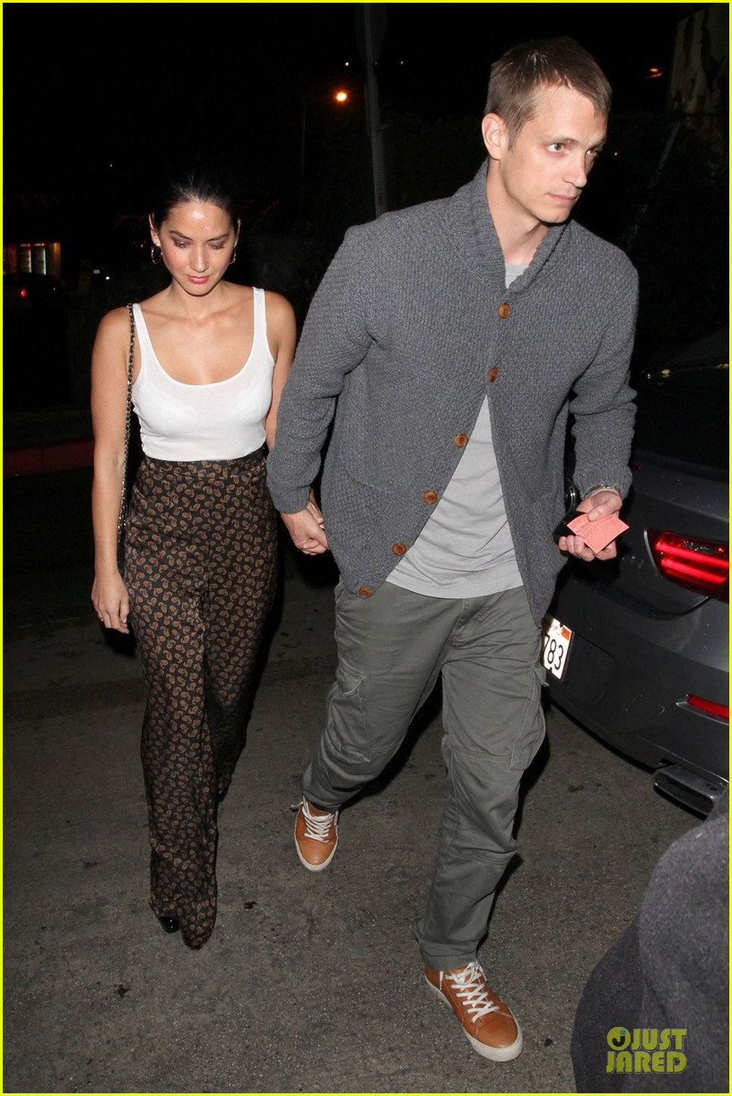 olivia munn joel kinnaman friday night at chateau marmont 01