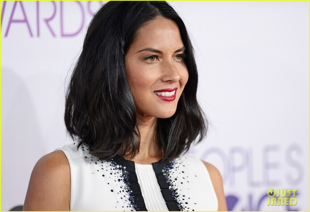 olivia munn peoples choice awards 2013 red carpet 022787723