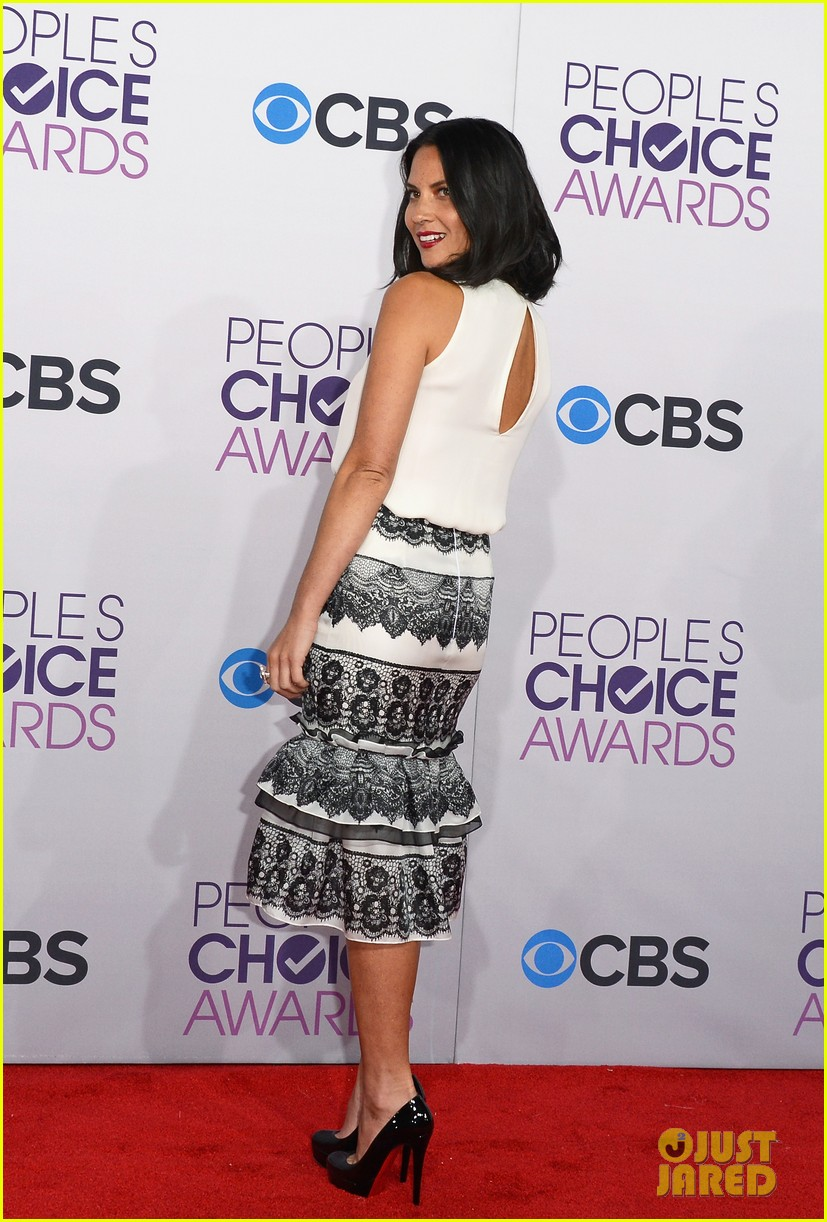 olivia munn peoples choice awards 2013 red carpet 03