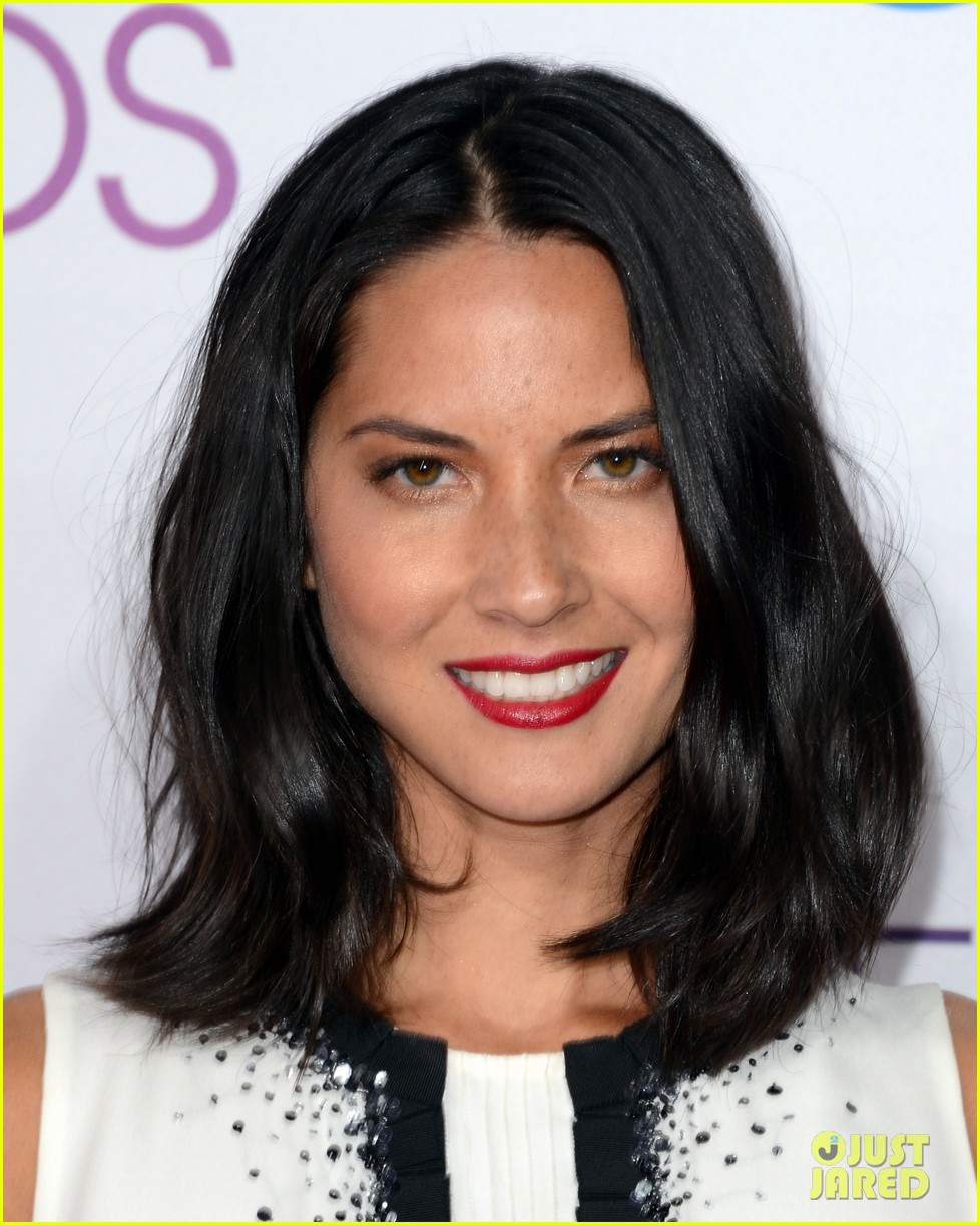 olivia munn peoples choice awards 2013 red carpet 042787725