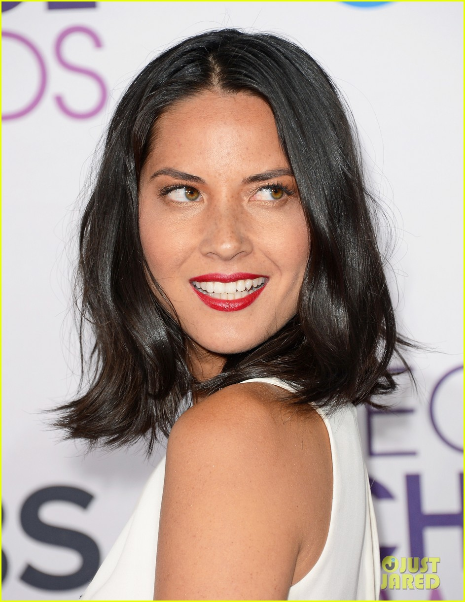 olivia munn peoples choice awards 2013 red carpet 102787731
