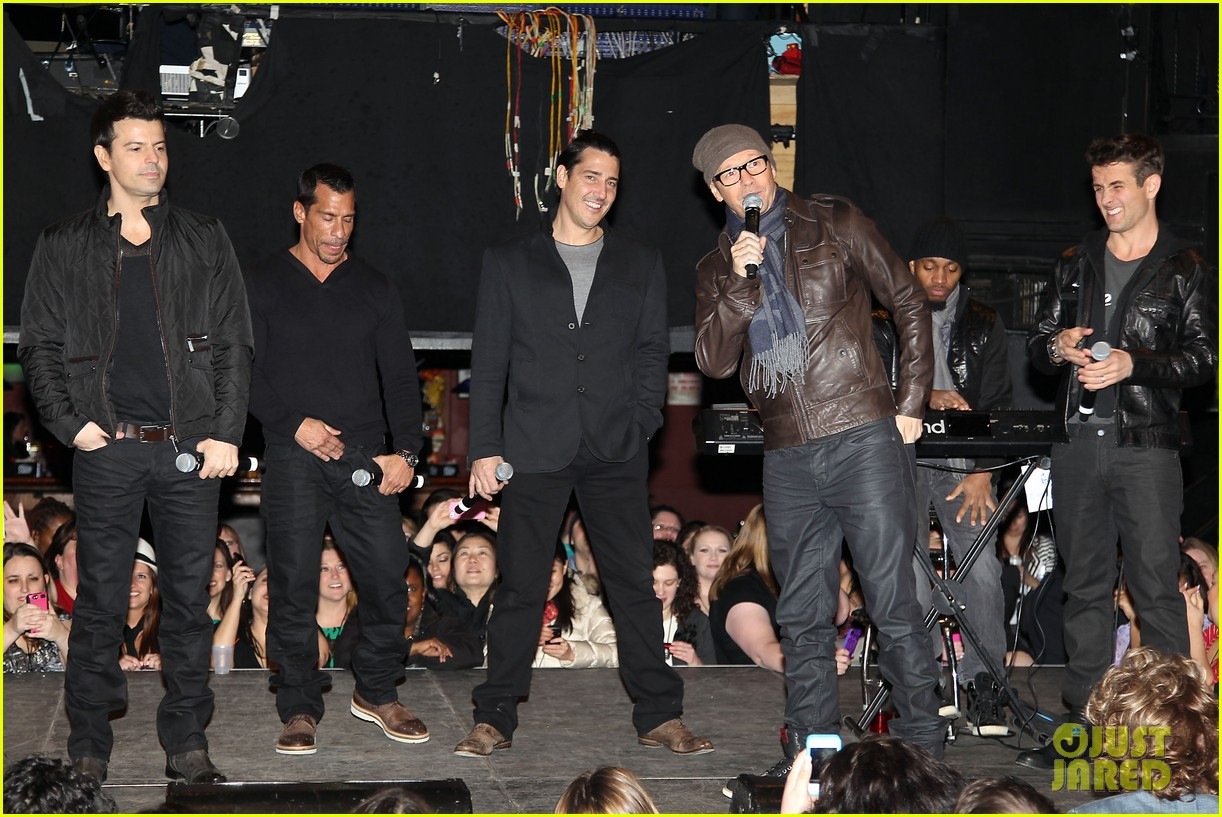 nkotb 98 degrees boys ii men tour announcement show 13