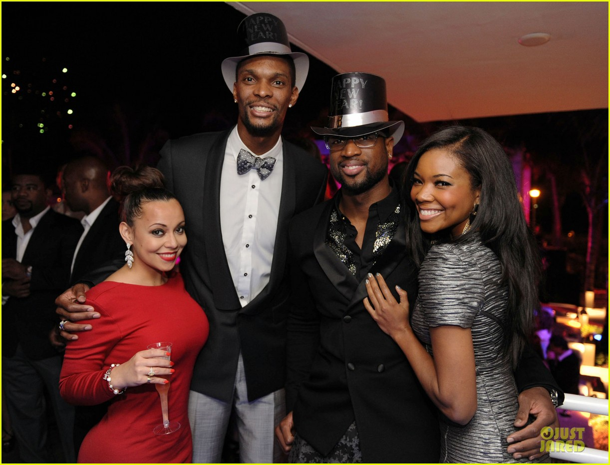 zoe saldana & gabrielle union new years eve countdown in miami 06