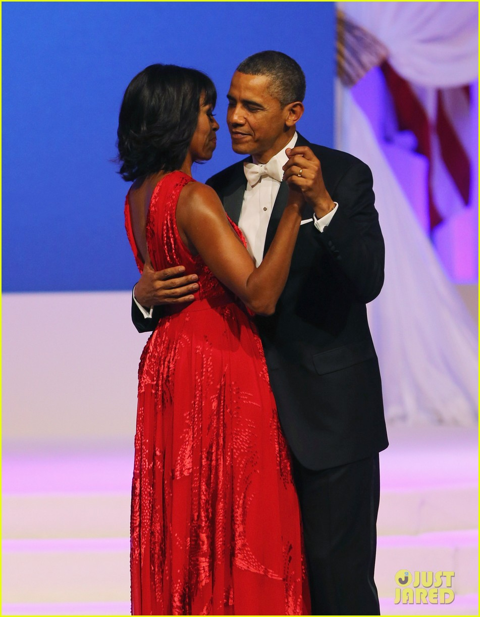 president barack obama michelle inaugural ball dance video 022796404
