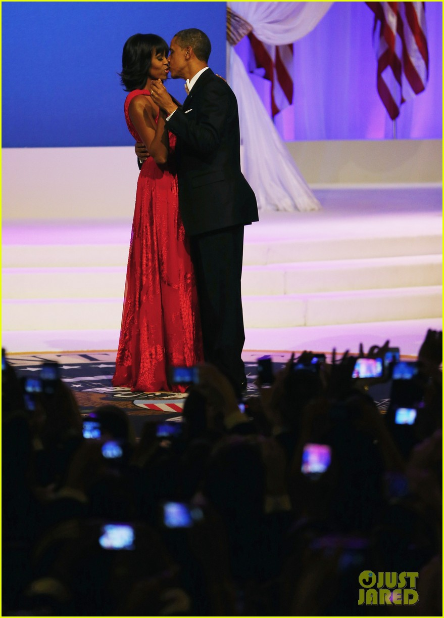 president barack obama michelle inaugural ball dance video 06