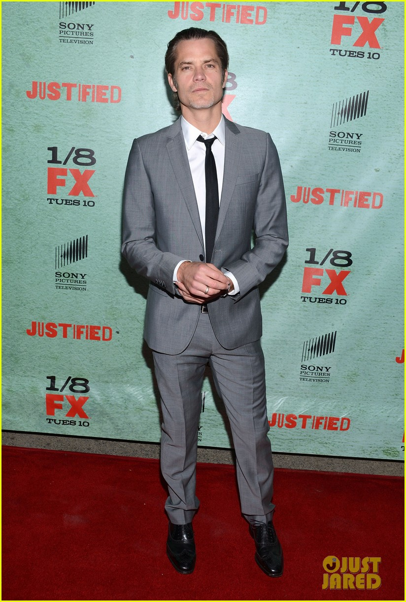 timothy olyphant joelle carter justified season four premiere 132785553