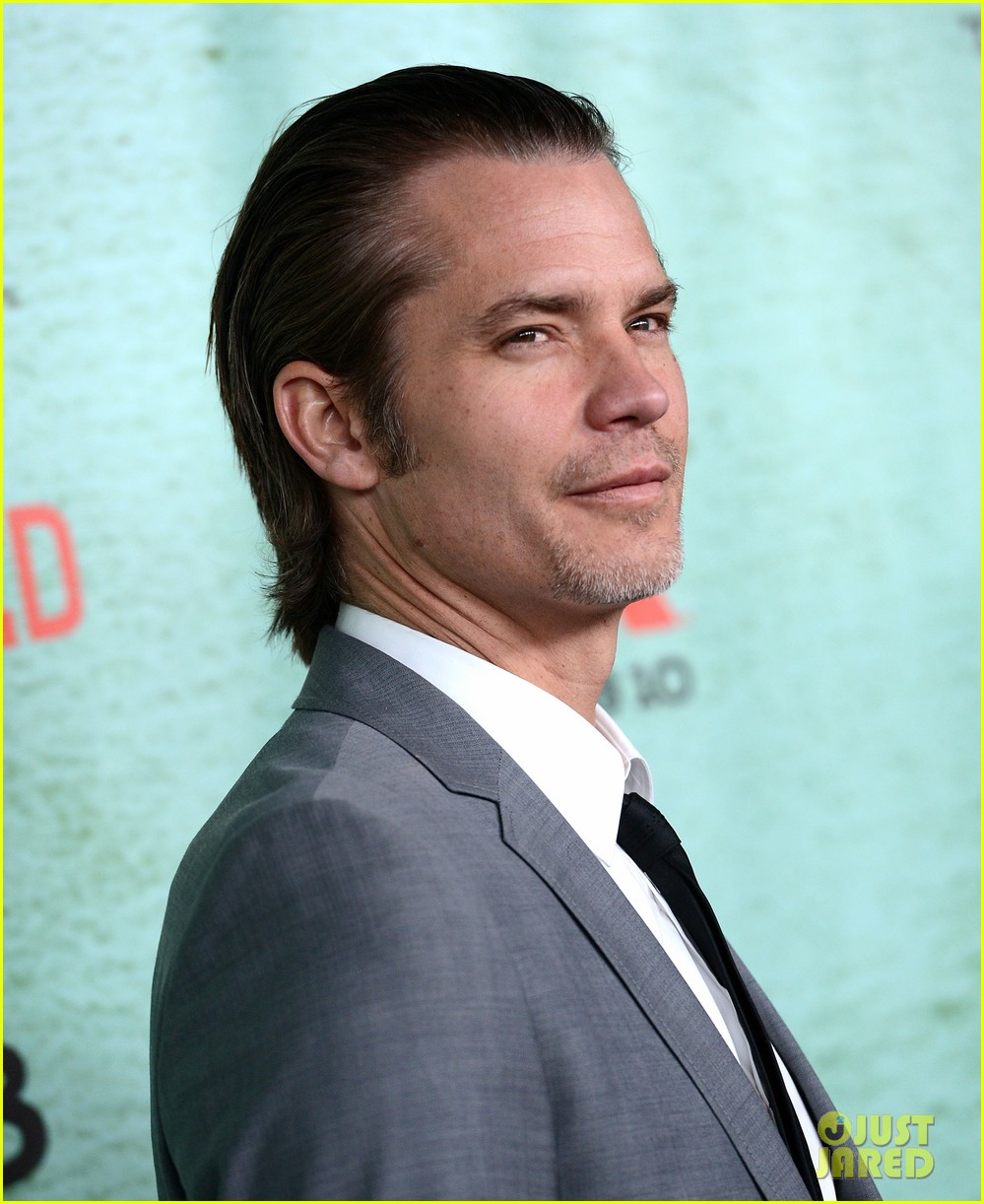 timothy olyphant joelle carter justified season four premiere 182785558
