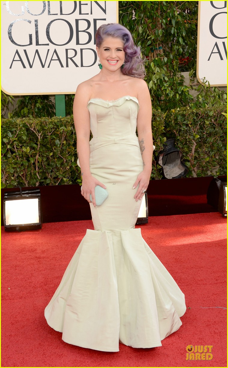 kelly osbourne giuliana rancic golden globes 2013 red carpet 01