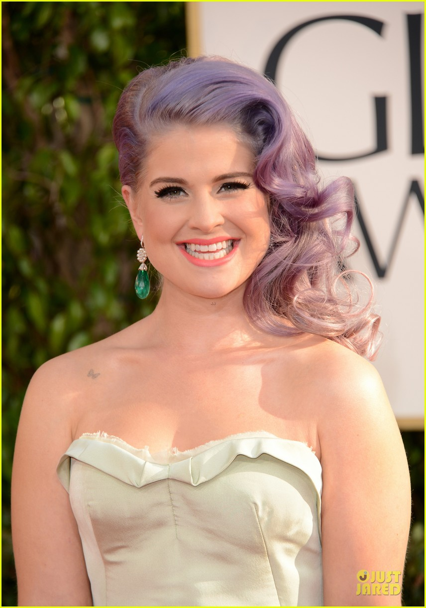 kelly osbourne giuliana rancic golden globes 2013 red carpet 02