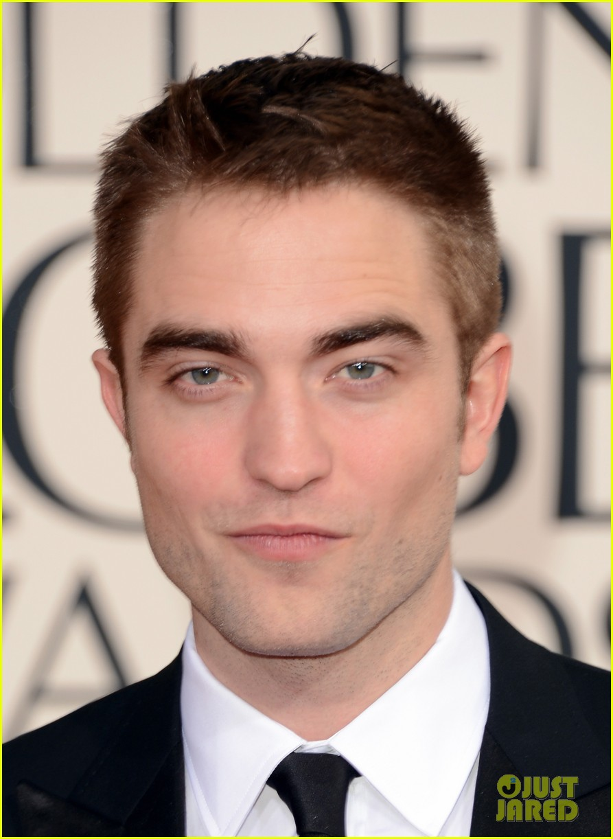 robert pattinson golden globes 2013 red carpet 062791049