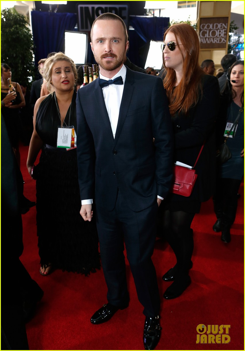 aaron paul bryan cranston golden globes 2013 red carpet 05