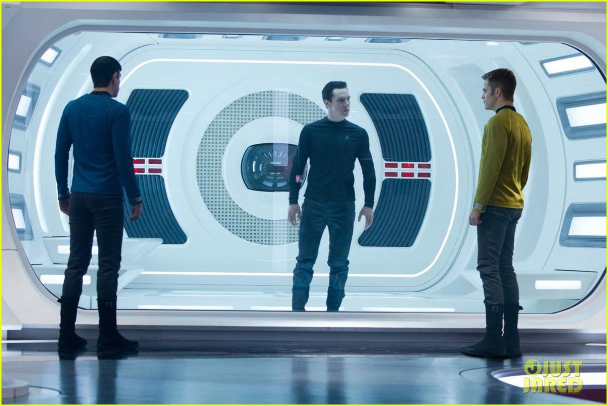 chris pine new star trek into darkness stills 02
