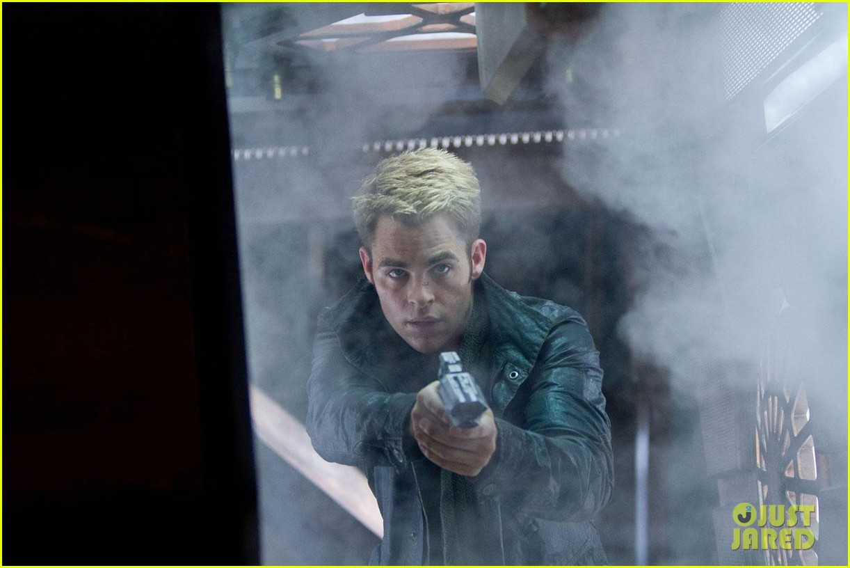 chris pine new star trek into darkness stills 032784627