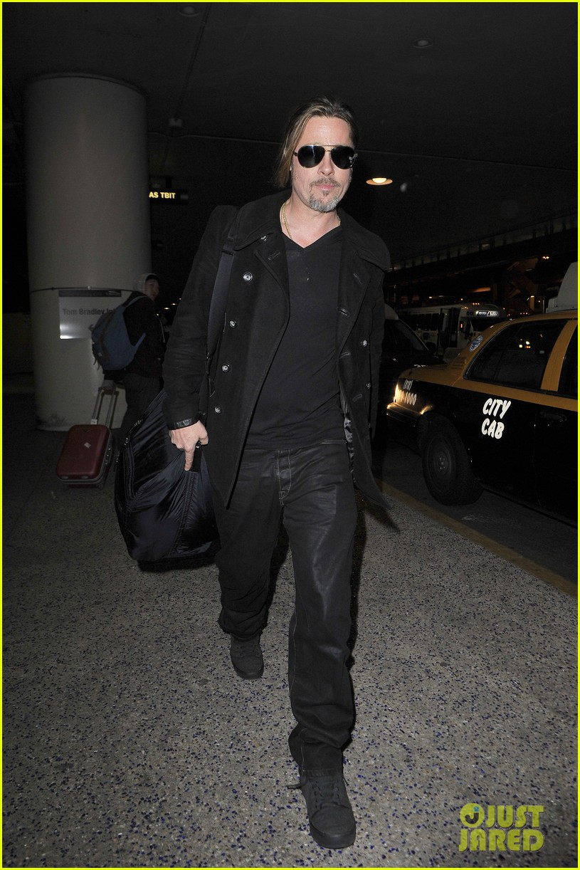 brad pitt solo touch down in los angeles 042802060