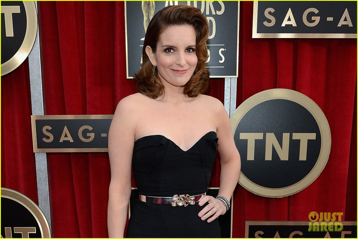 amy poehler tina fey sag awards 2013 red carpet 02