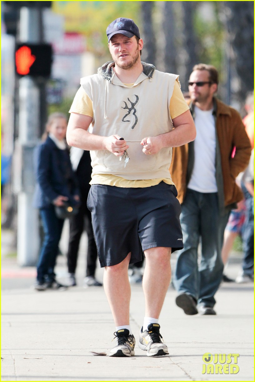 chris pratt does laundry anna faris joins chuck lorre pilot 032785500
