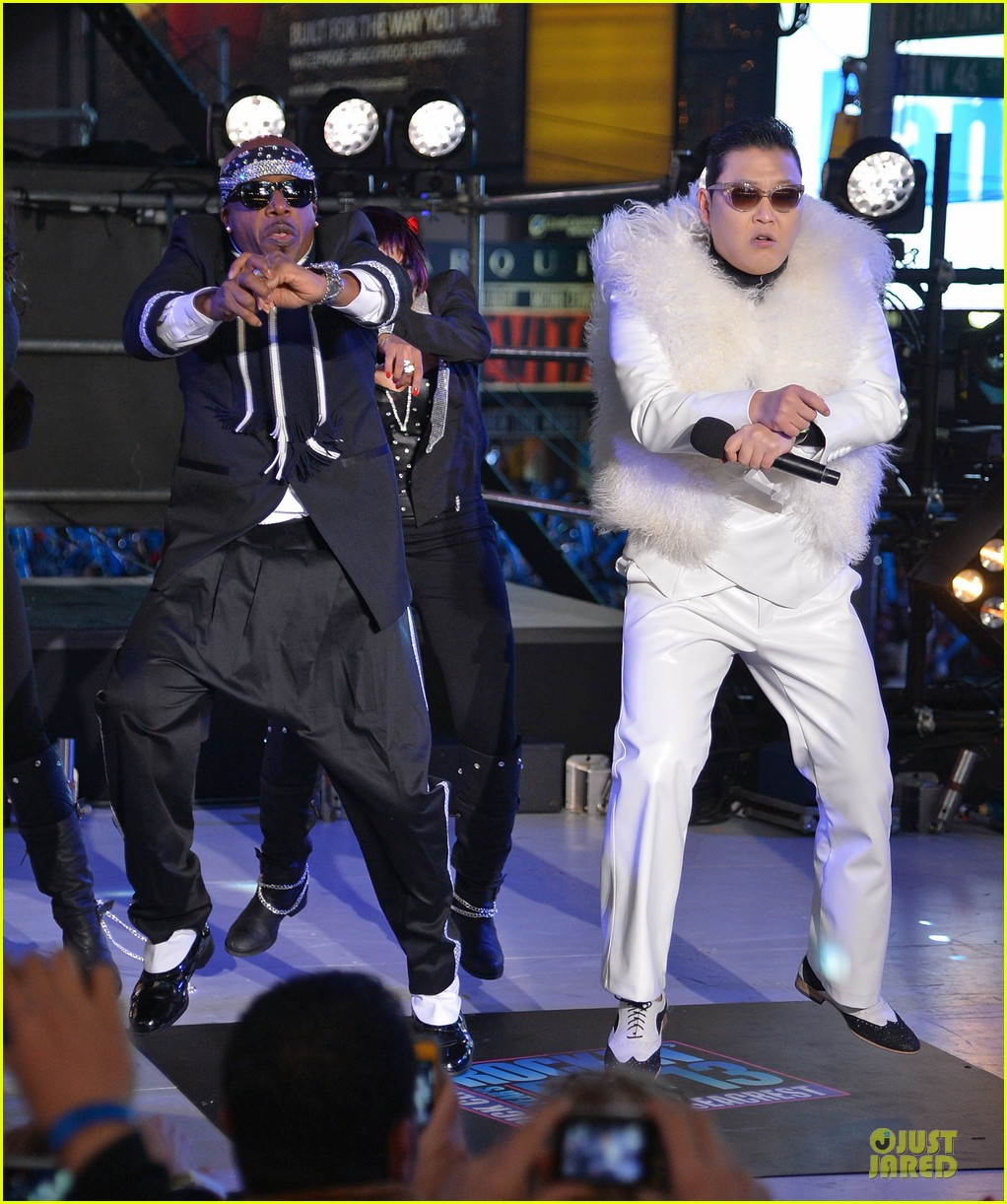 psy & mc hammer dick clark new year rockin eve wtih ryan seacrest duo 012783082