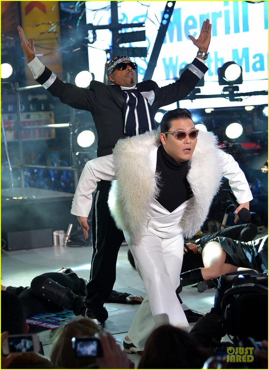 psy & mc hammer dick clark new year rockin eve wtih ryan seacrest duo 052783086