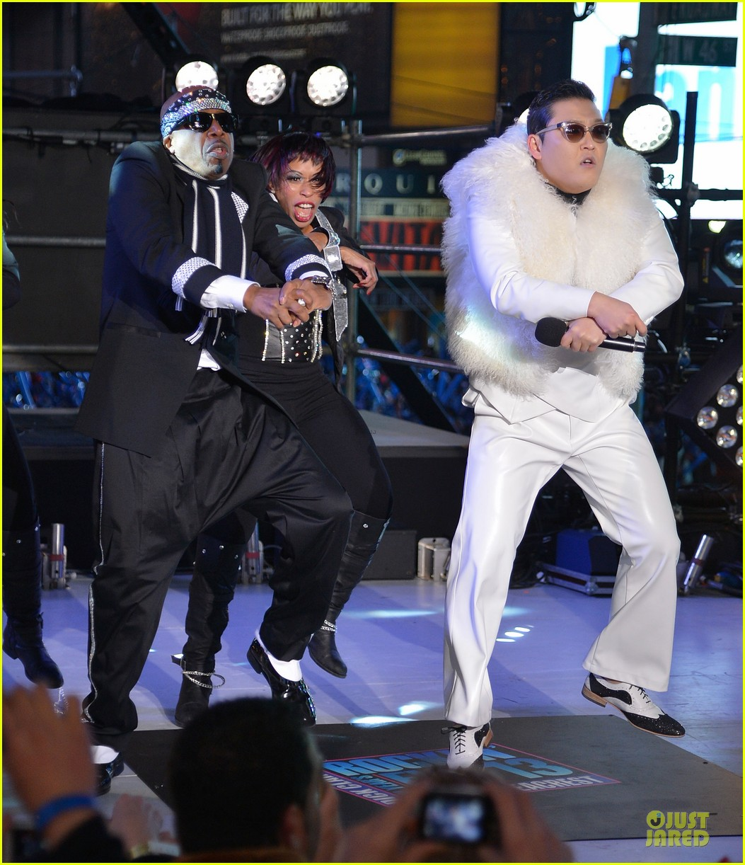 psy & mc hammer dick clark new year rockin eve wtih ryan seacrest duo 062783087