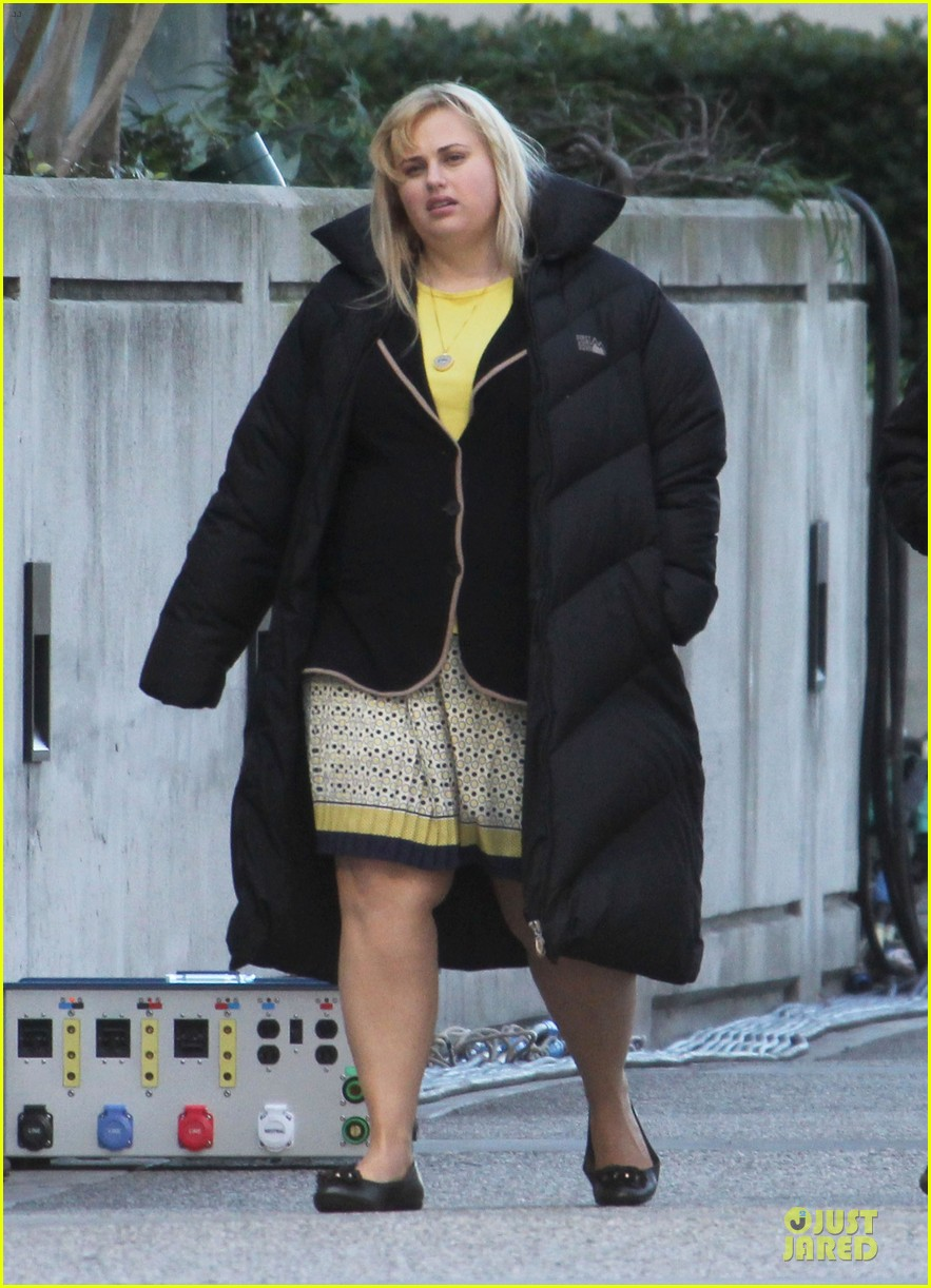 rebel wilson super fun night set 07
