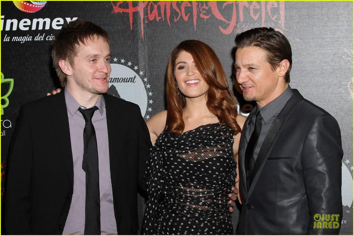 jeremy renner & gemma arterton hansel and gretel witch hunters mexican premiere 062789437