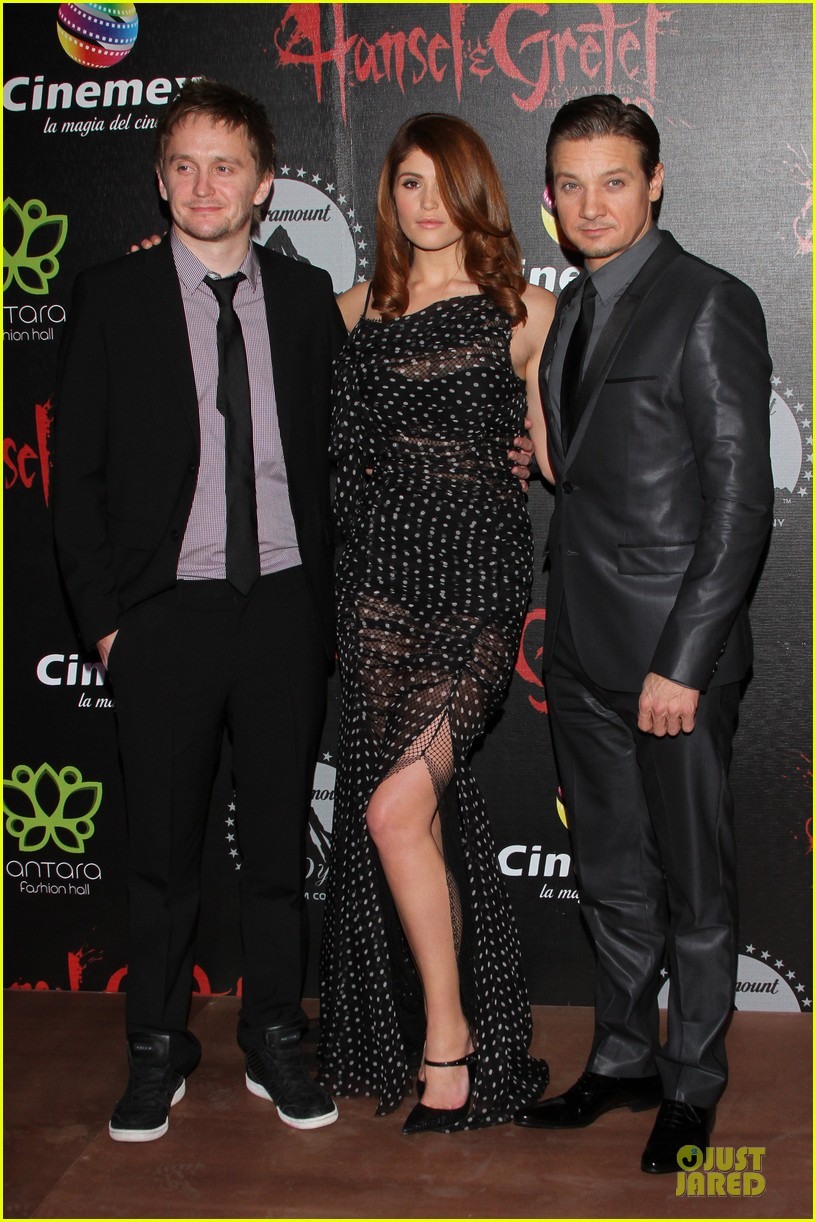 jeremy renner & gemma arterton hansel and gretel witch hunters mexican premiere 072789438