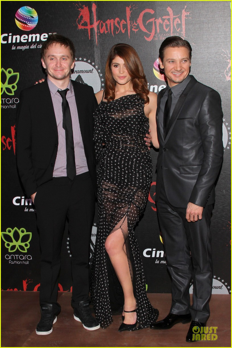 jeremy renner & gemma arterton hansel and gretel witch hunters mexican premiere 082789439