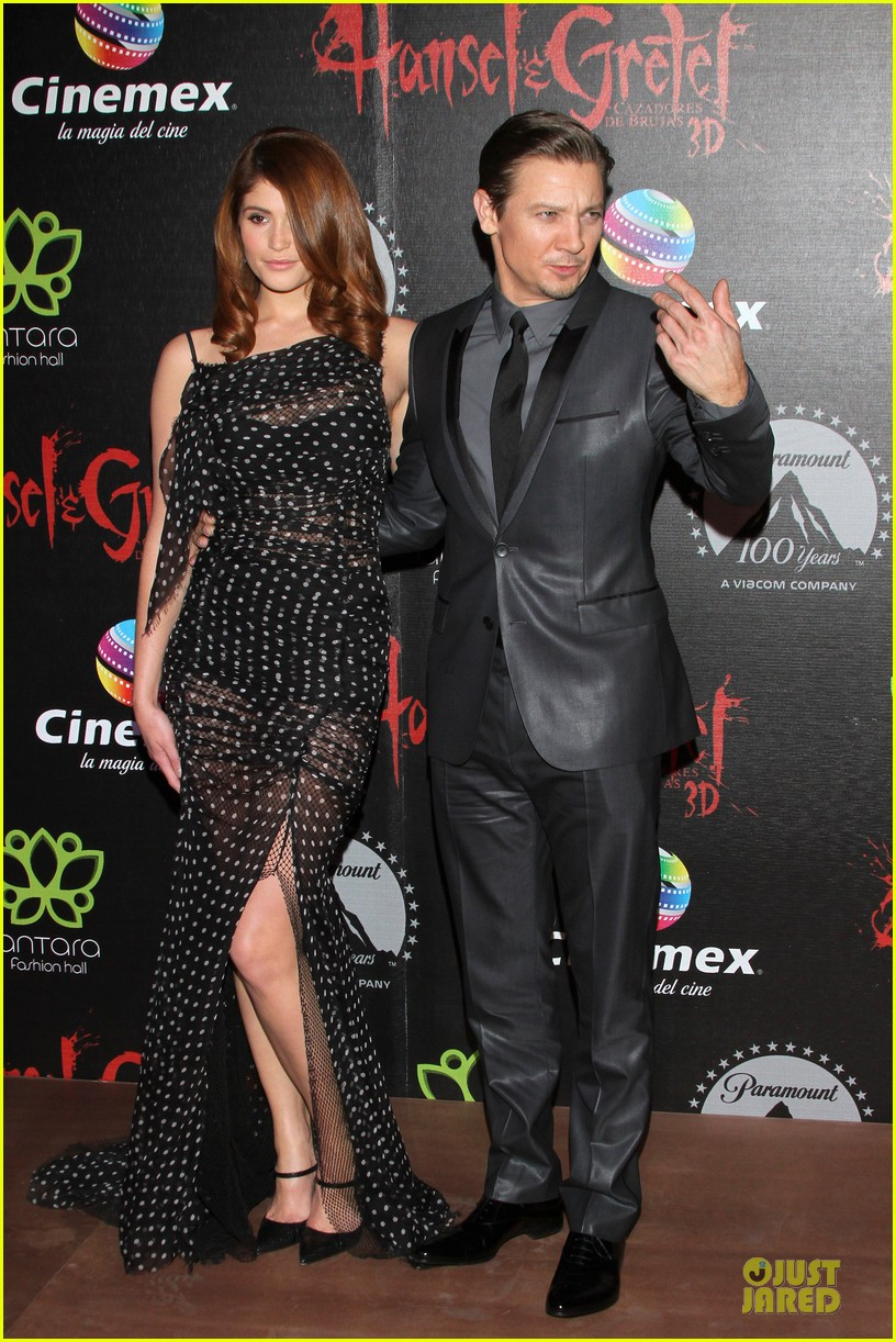 jeremy renner & gemma arterton hansel and gretel witch hunters mexican premiere 092789440