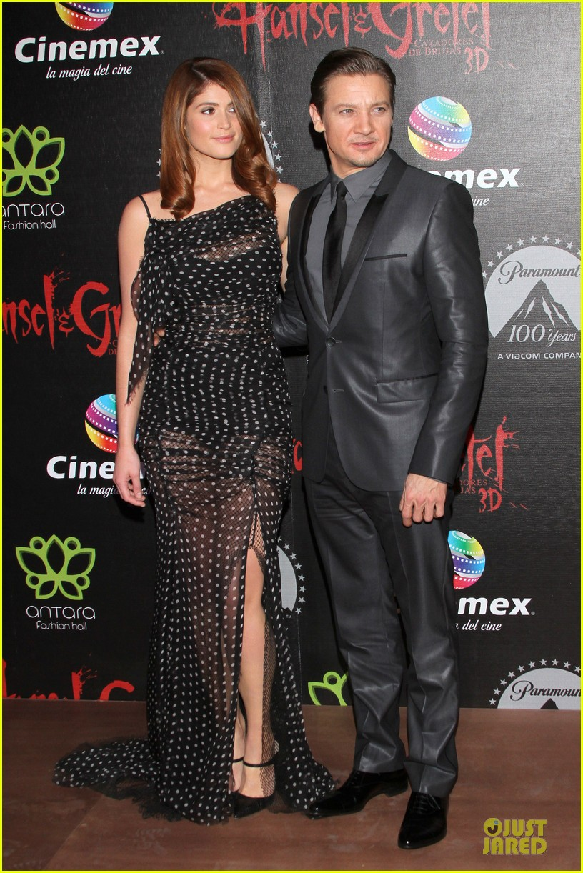 jeremy renner & gemma arterton hansel and gretel witch hunters mexican premiere 102789441