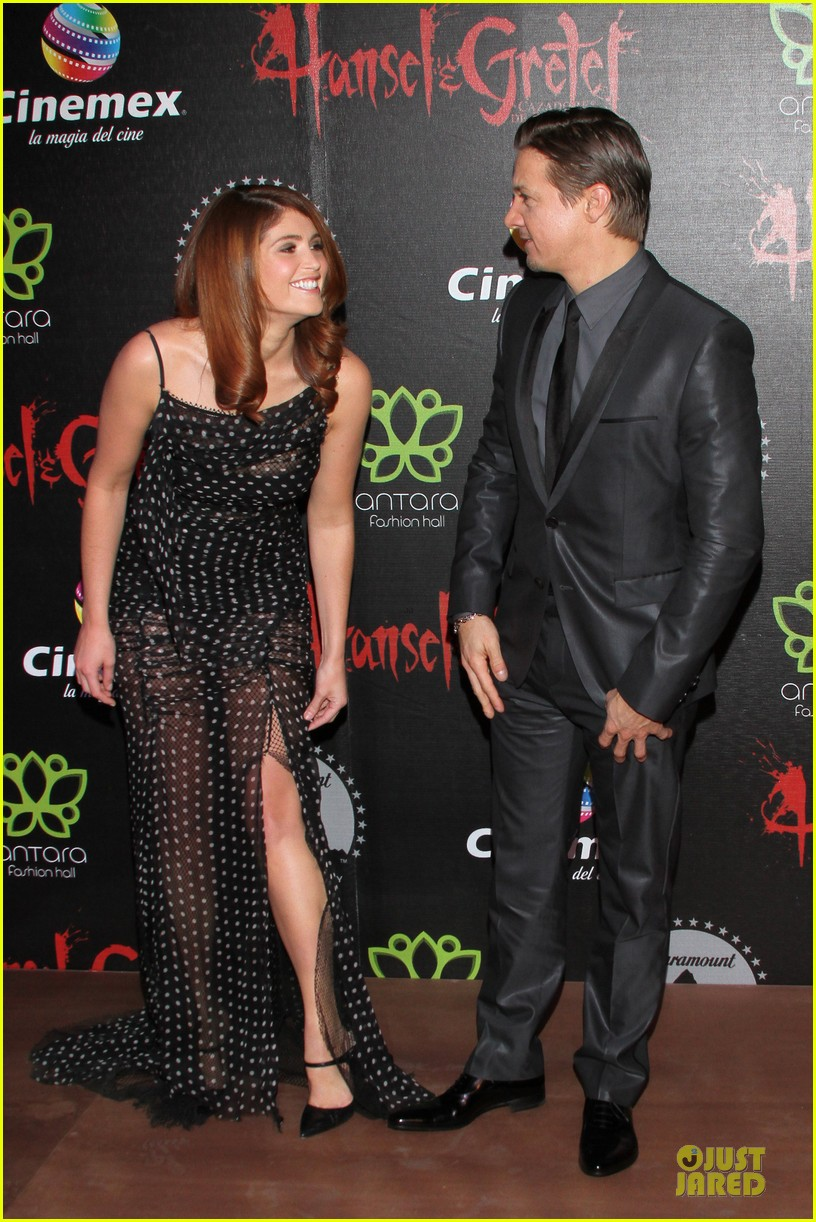 jeremy renner & gemma arterton hansel and gretel witch hunters mexican premiere 112789442