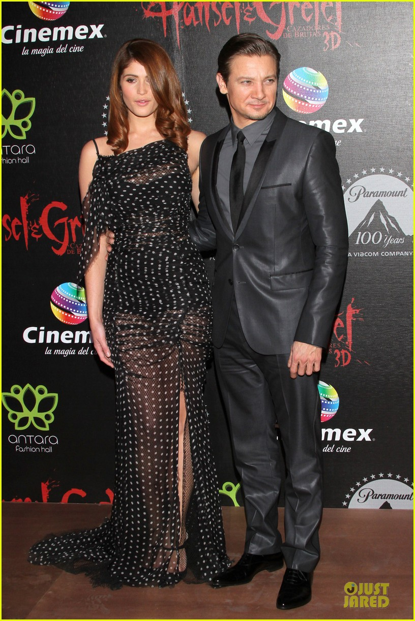 jeremy renner & gemma arterton hansel and gretel witch hunters mexican premiere 152789446