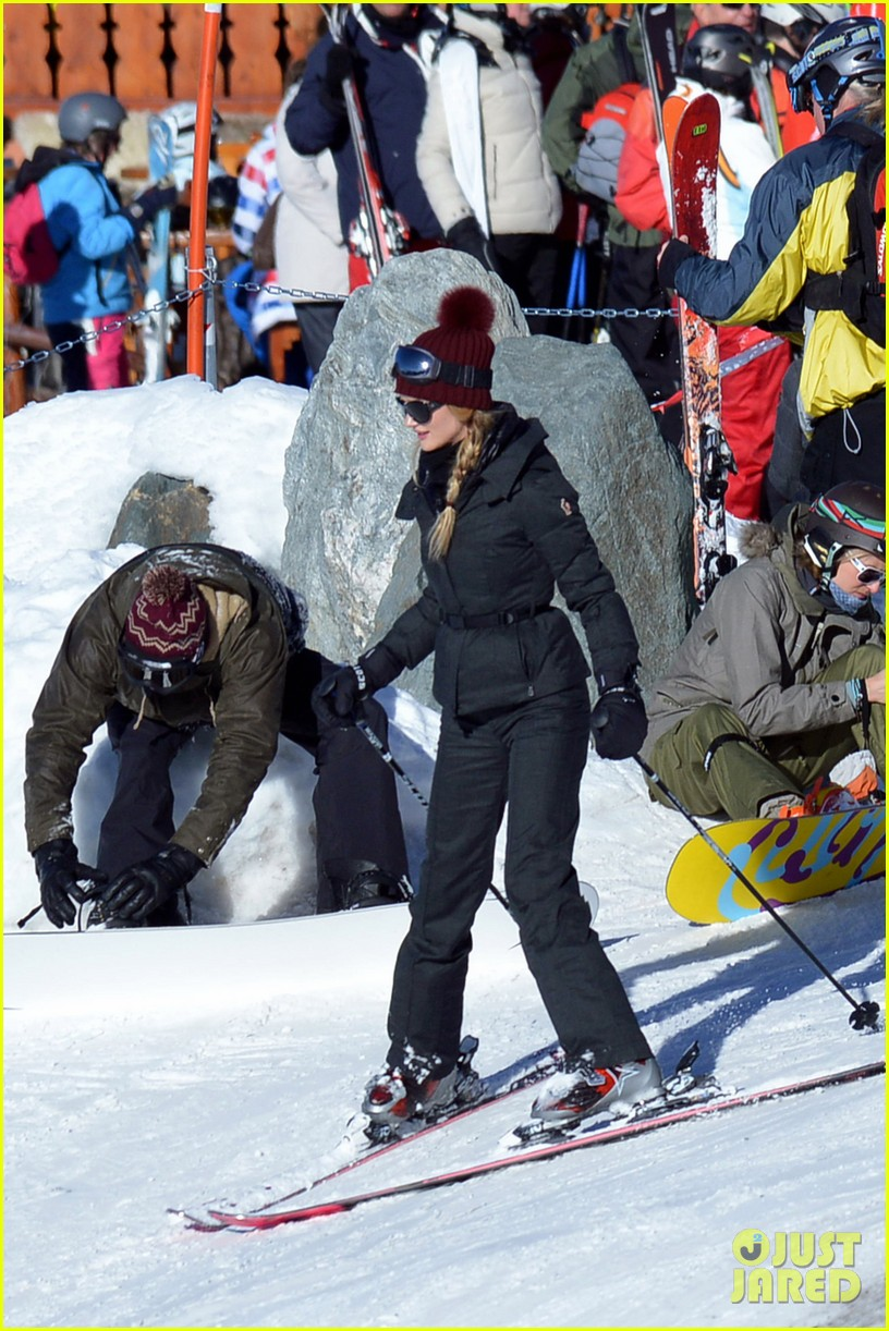 rosie huntington whiteley jason statham ski slope kisses 012784332