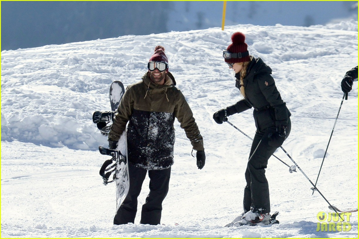 rosie huntington whiteley jason statham ski slope kisses 022784333