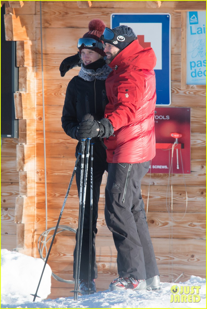 rosie huntington whiteley jason statham ski slope kisses 042784335