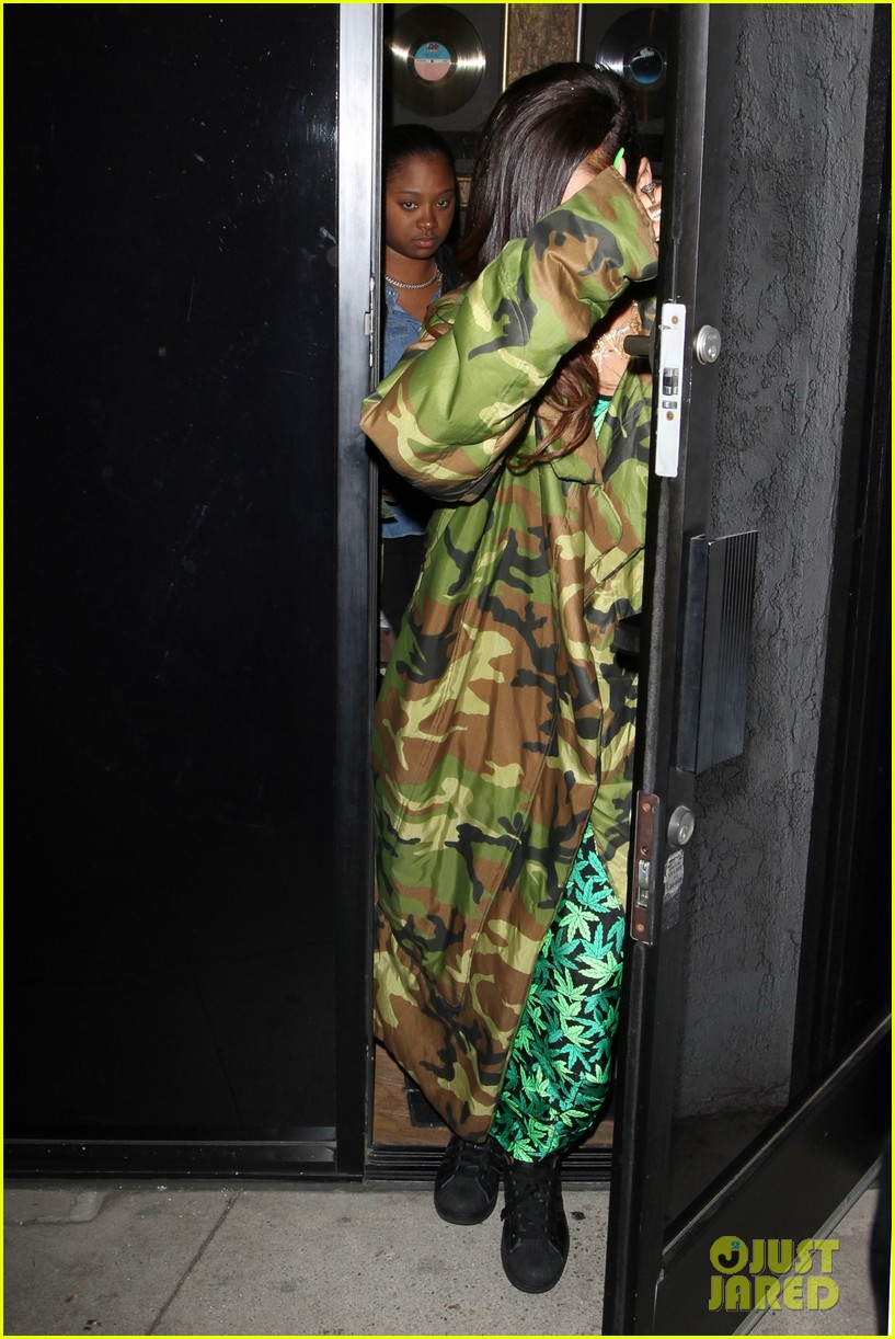 rihanna chris brown separate studio exits 14