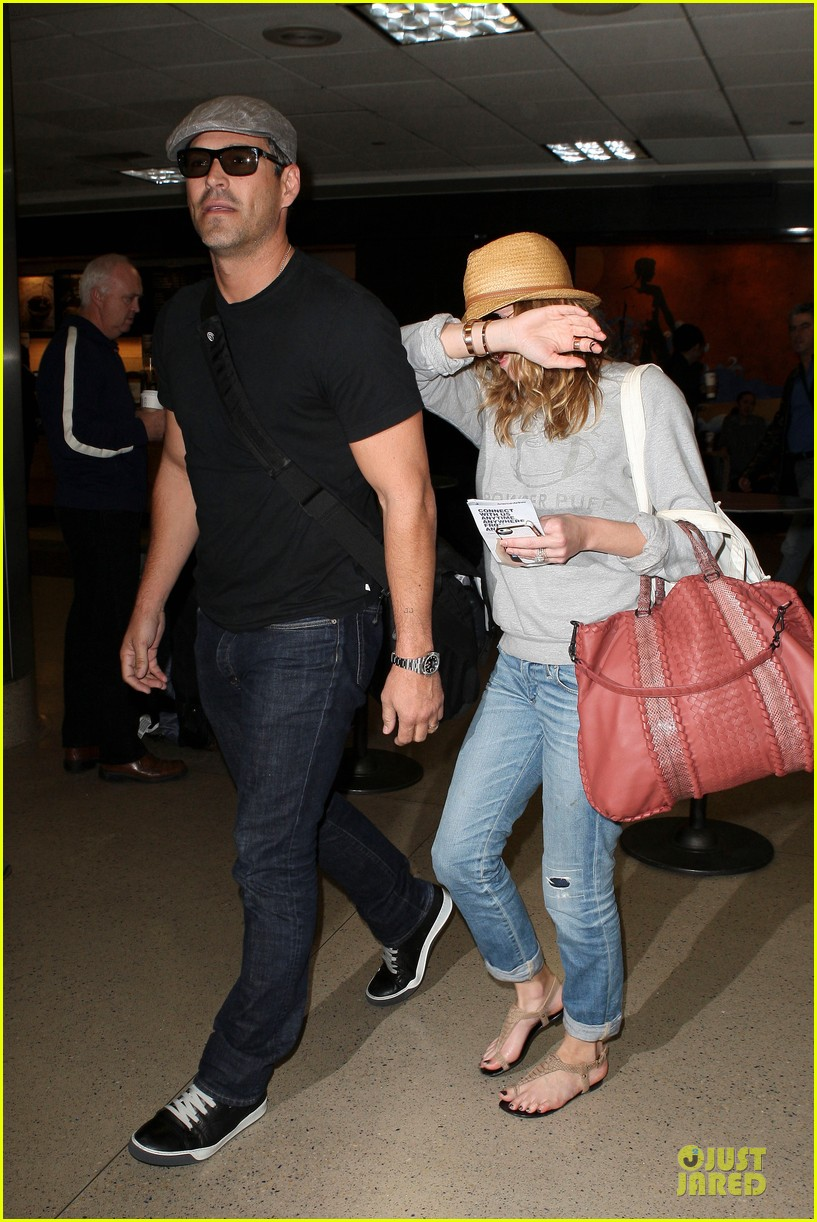 leann rimes traveling sick with eddie cibrian 07