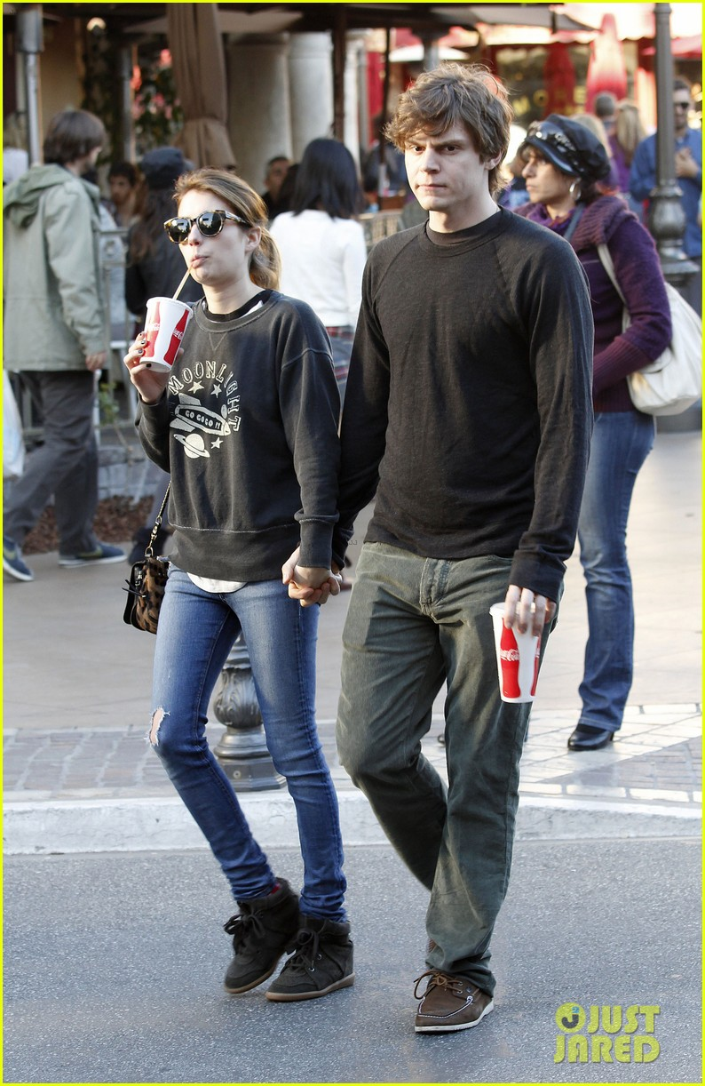 emma roberts evan peters the grove couple 01