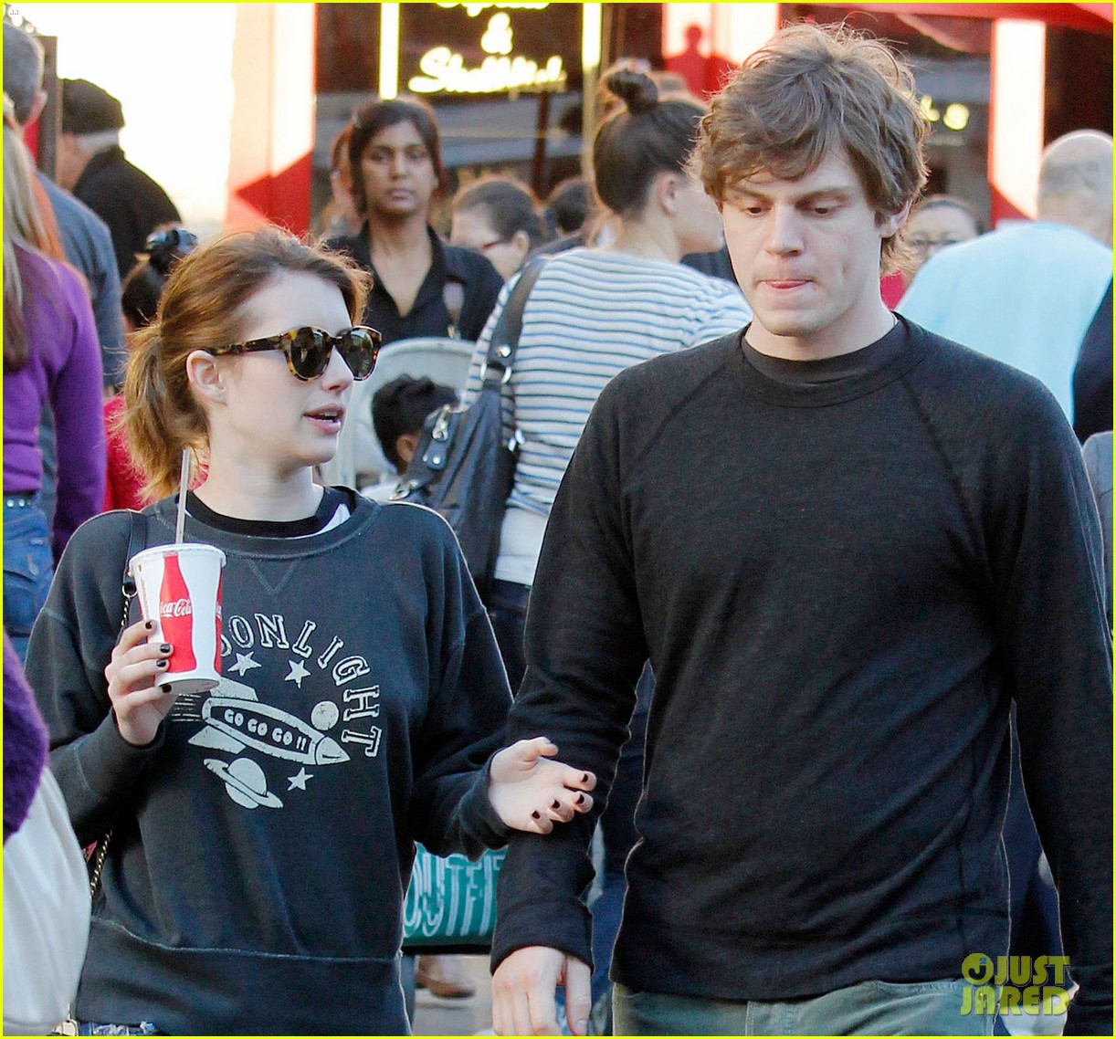 emma roberts evan peters the grove couple 032799439