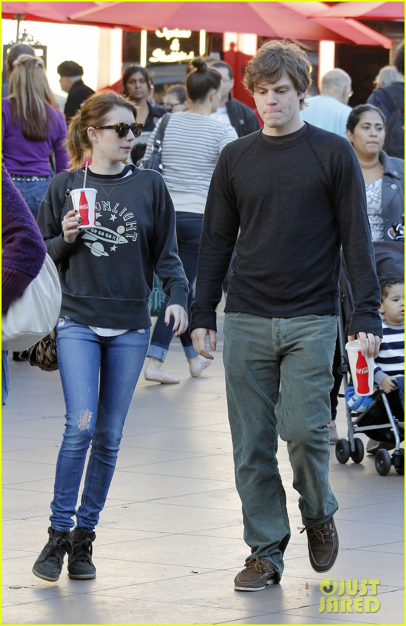 emma roberts evan peters the grove couple 052799441