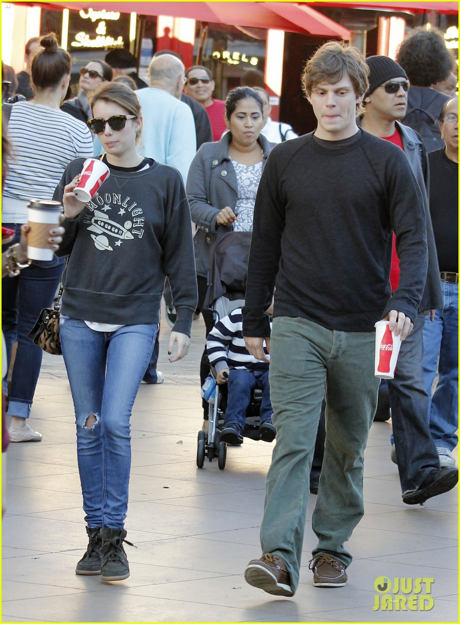 emma roberts evan peters the grove couple 072799443
