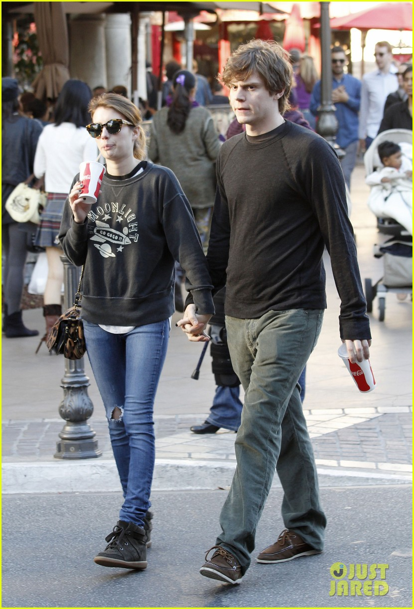 emma roberts evan peters the grove couple 082799444