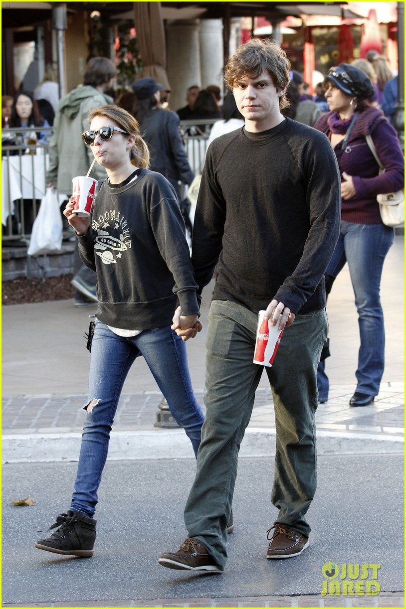 emma roberts evan peters the grove couple 102799446