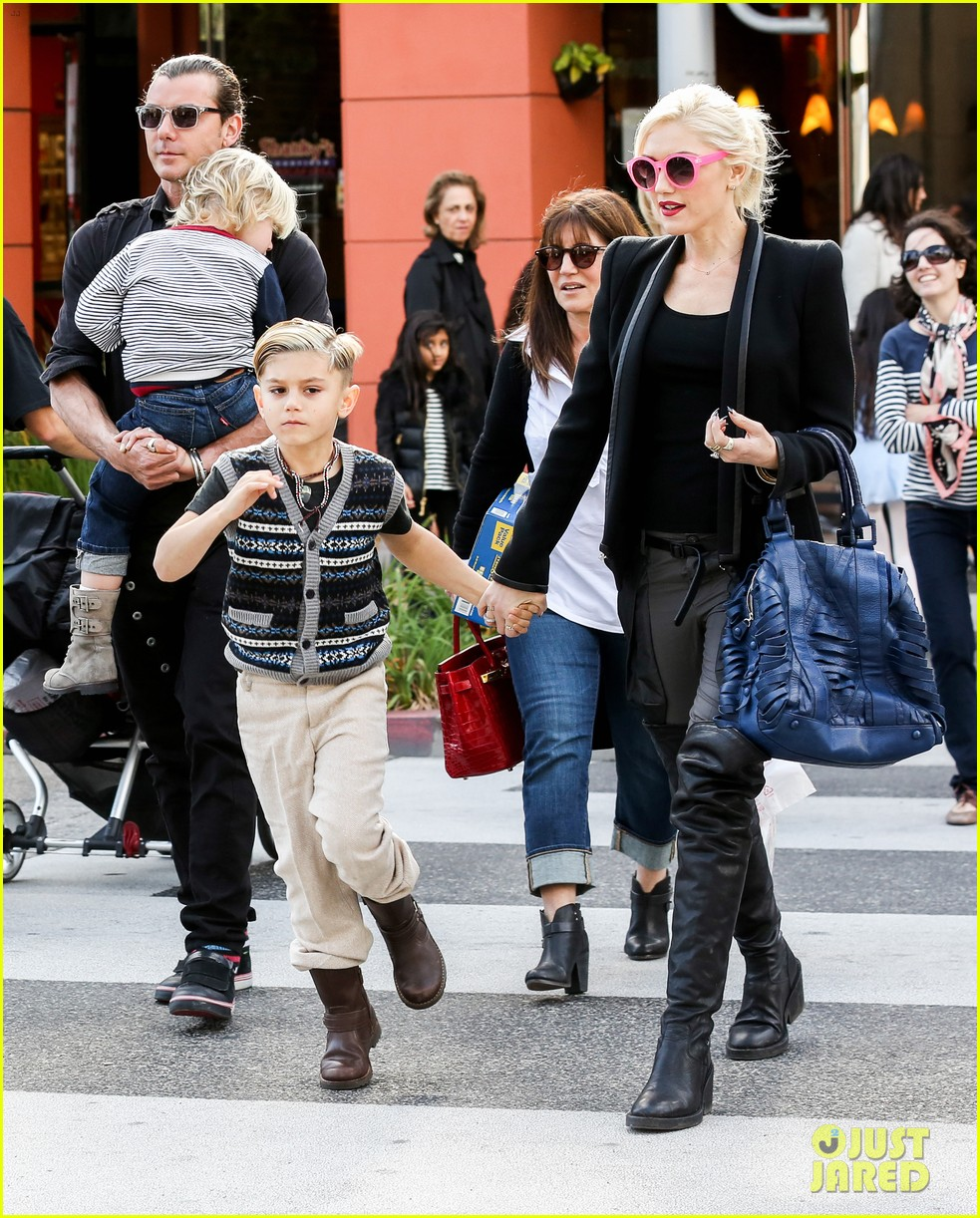 gwen stefani gavin rossdale toy shopping with the kids 102800226