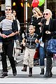 gwen stefani gavin rossdale toy shopping with the kids 06