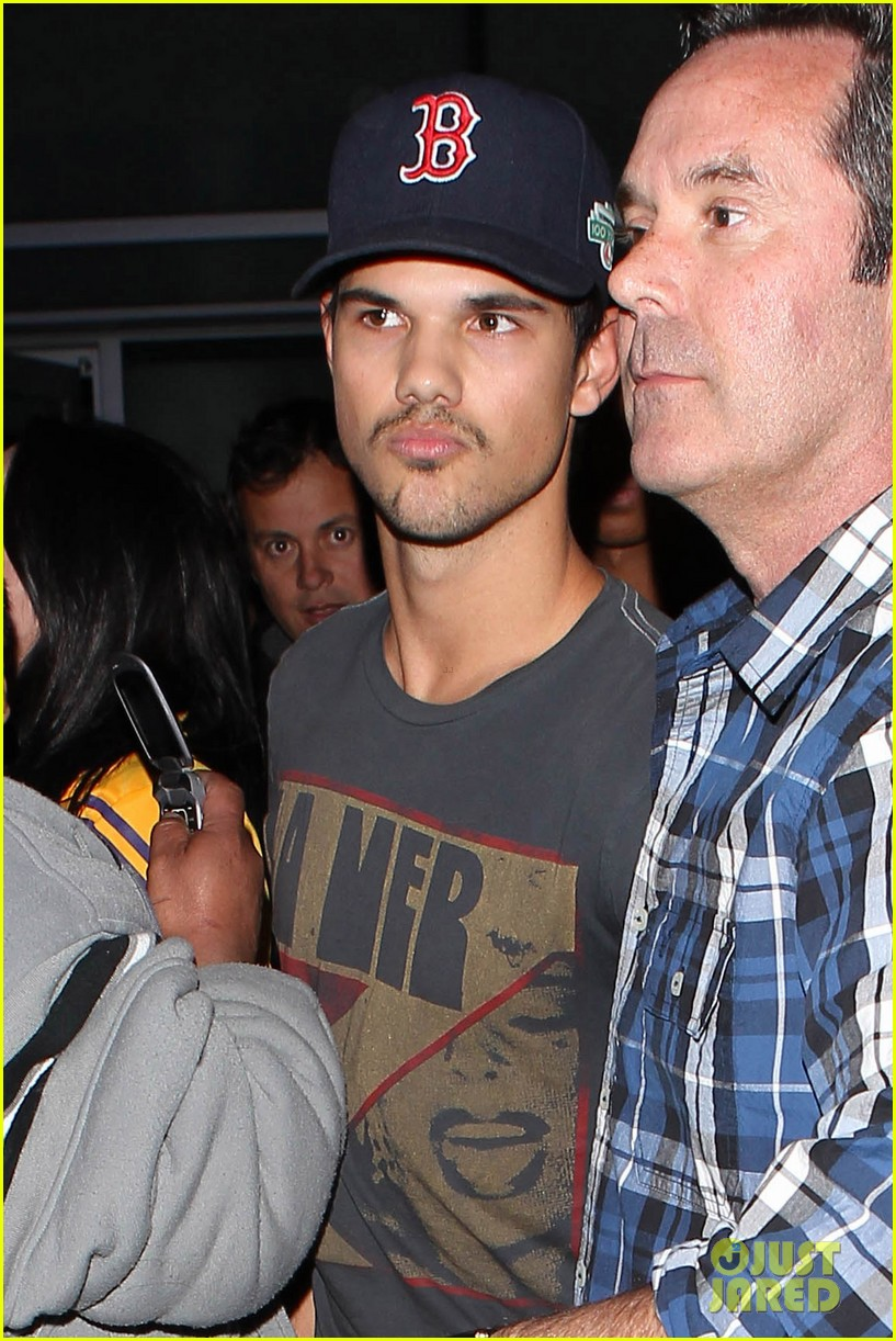 patrick schwazenegger taylor lautner lakers game guys 052794126