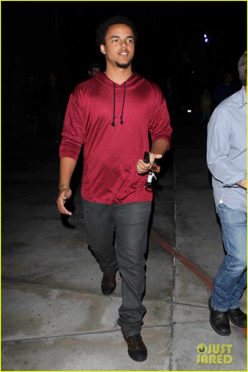 patrick schwazenegger taylor lautner lakers game guys 132794134