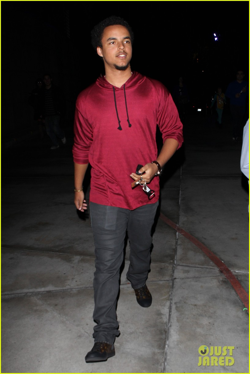 patrick schwazenegger taylor lautner lakers game guys 14